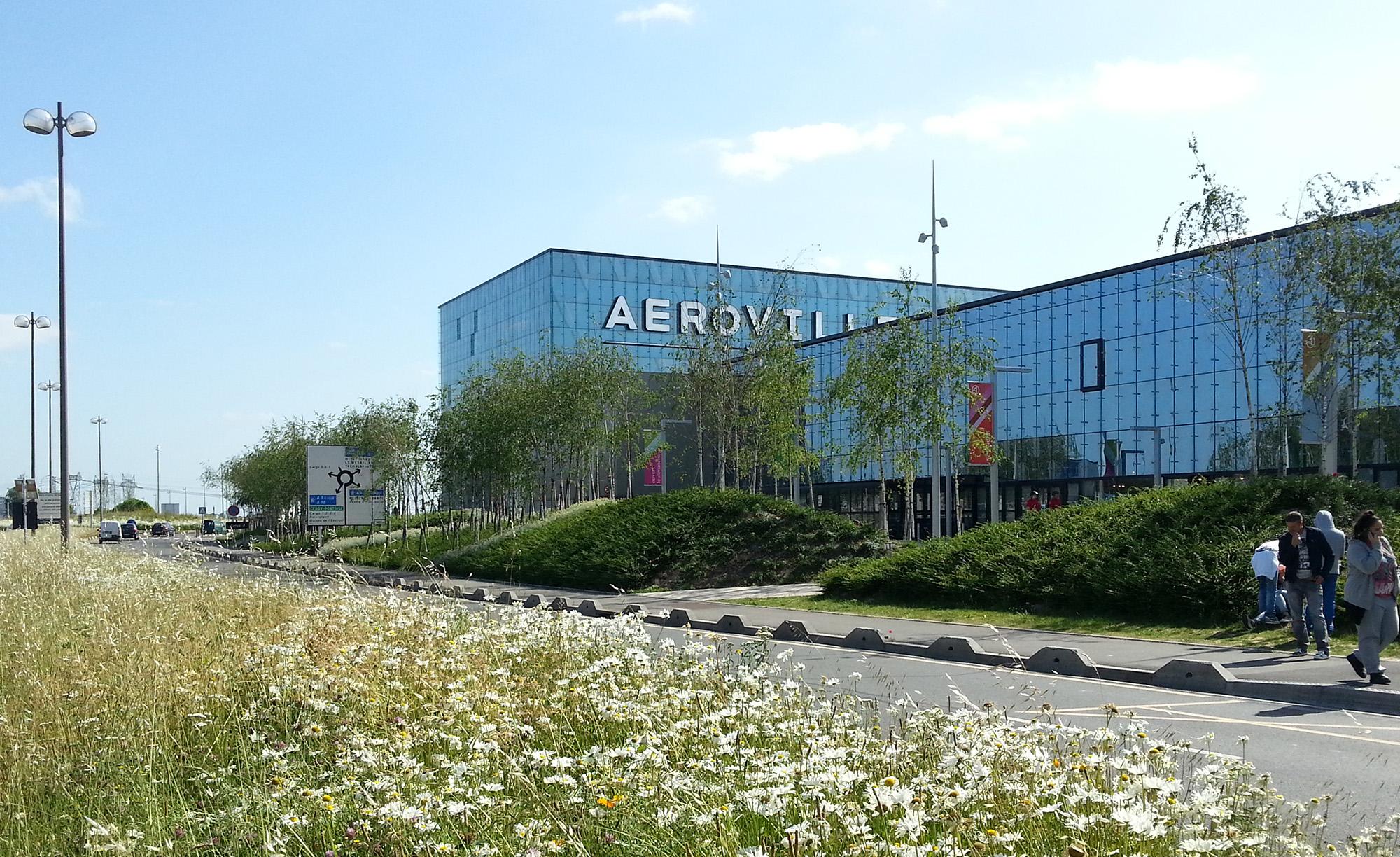 Mise en scène de la façades : Les modelages paysagers de l'aéroville