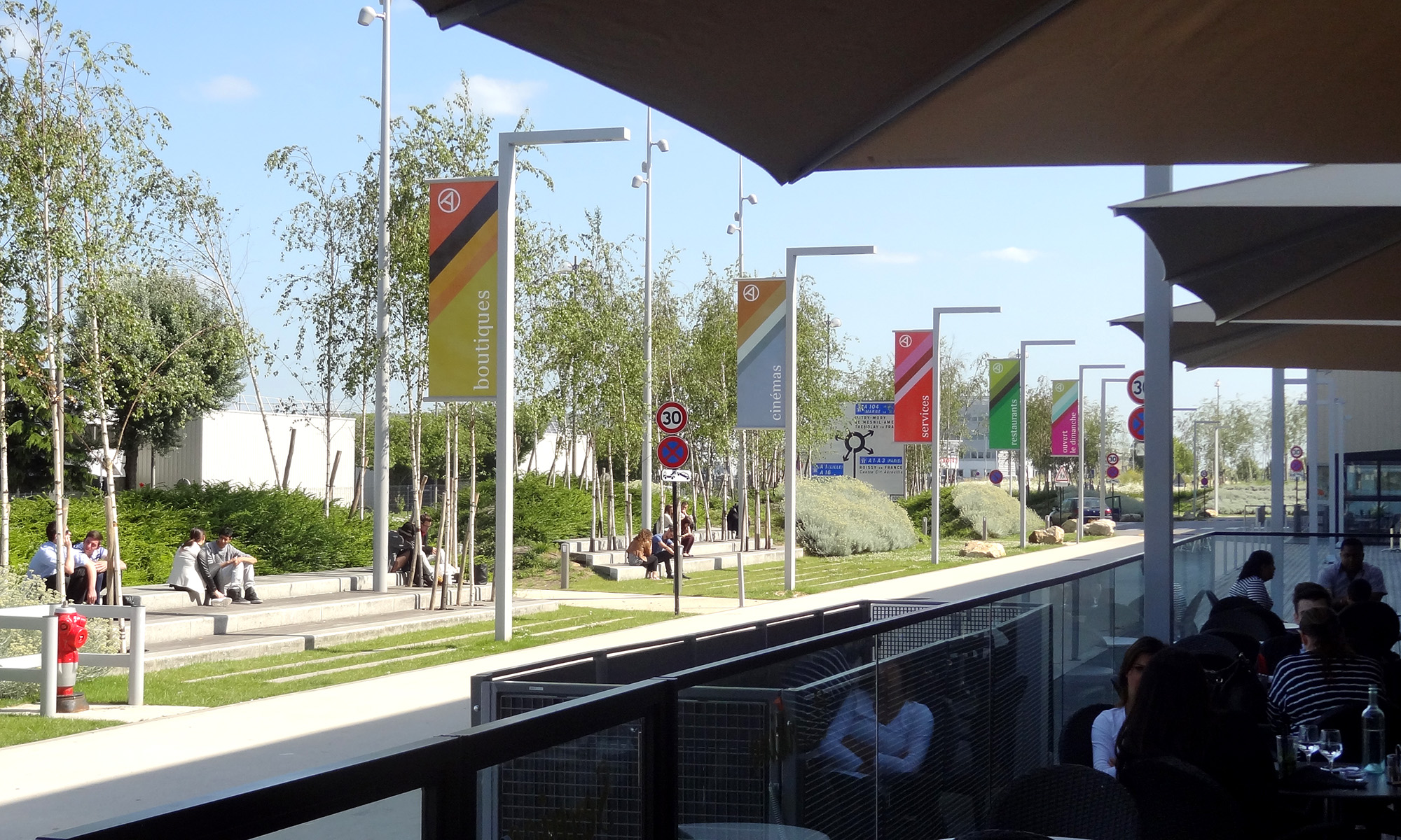 Les espaces extérieurs vus depuis une des terrasses de l'aéroville