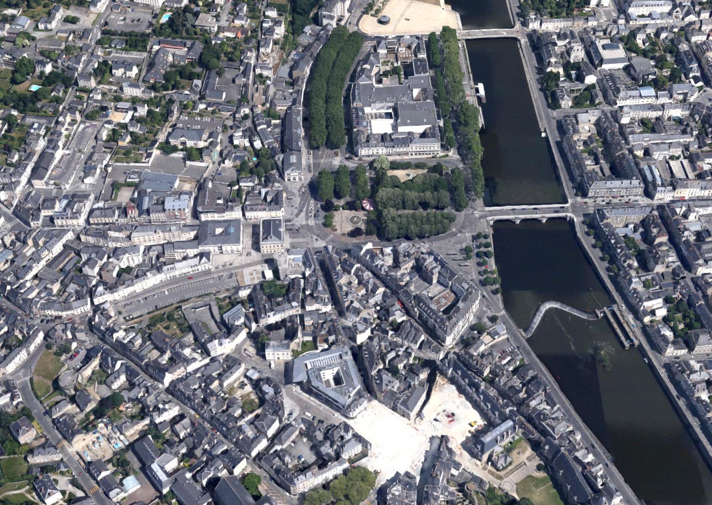 Vue aérienne du centre ville de Laval