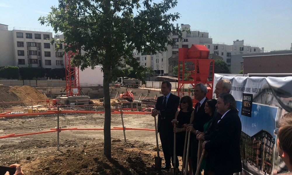 Plantation du premier arbre pour l'inauguration du chantier du quartier des arts à Puteaux