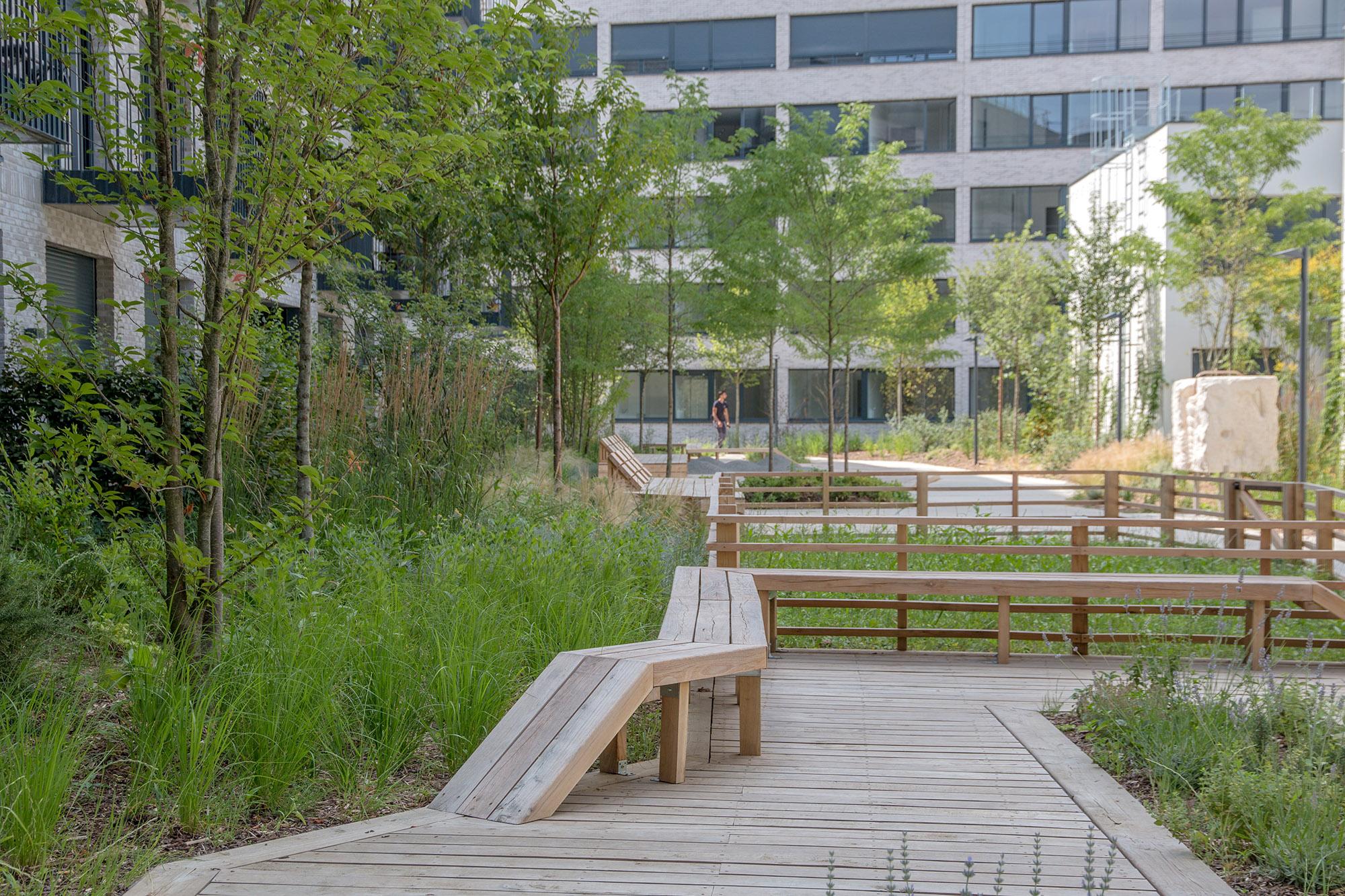 Le jardin communautaire et son deck - Gestion de l'intimisation - Opération - Pantin Canal - Emerige