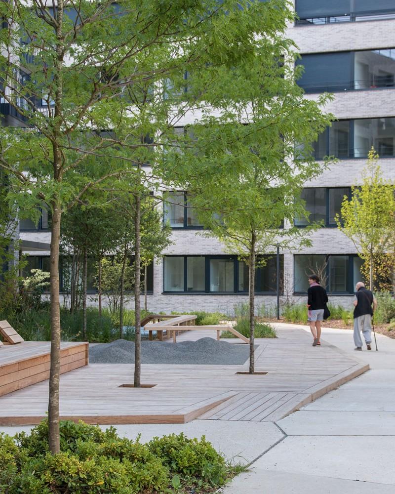Le jardin communautaire et son deck en bois - Opération Pantin Canal - Emerige