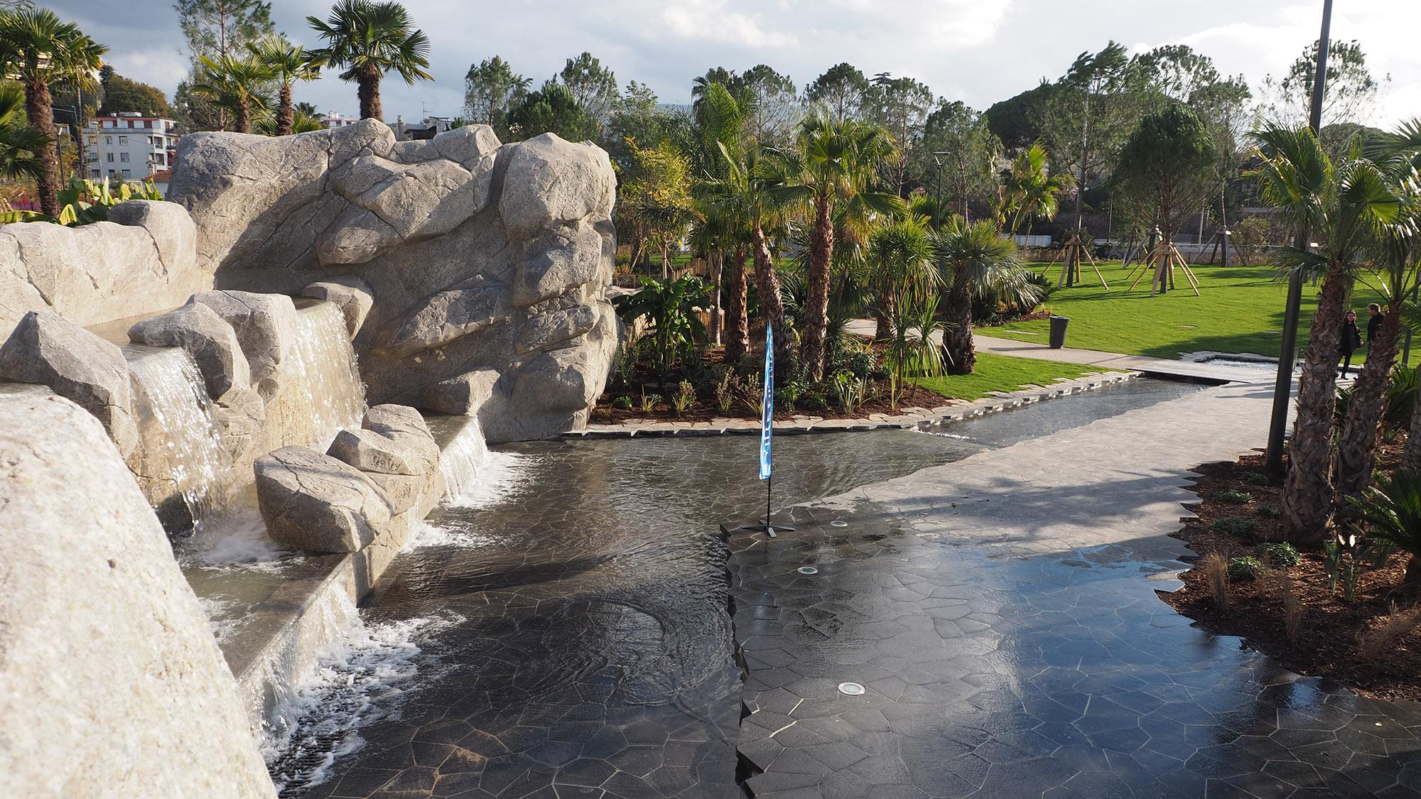 Parc du Ray - Nice - La fontaine et son ruban d'eau